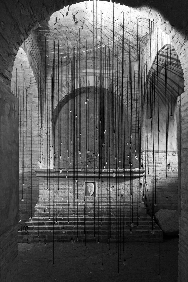 Tears 2015, Lágrimas 2015, installation, instalación, Olga Simón, Stills of peace. exhibition exposición, Atri, Italy Italia, copy Pierluigi Fabrizio, art arte
